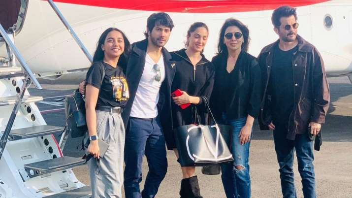 'Jug Jugg Jeeyo' team starts shooting, celebrates Neetu Kapoor's return to films