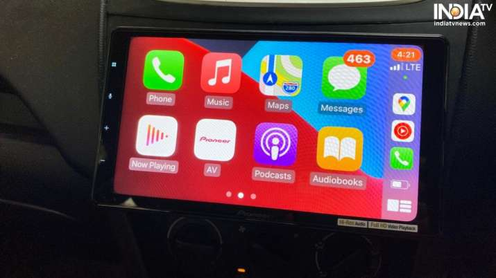 Pioneer DMH-ZS9350BT supports Apple CarPlay.