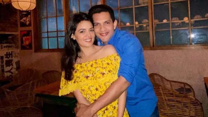 Aditya Narayan and Shweta Agarwal get roka-fied!