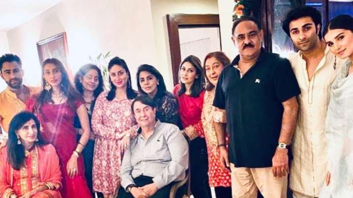 Tara Sutaria joins beau Aadar Jain, Kareena and others for Kapoor family dinner on Karwa Chauth