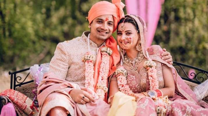 Priyanshu Painyuli marries girlfriend Vandana Joshi