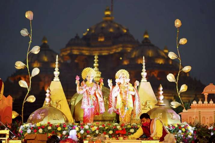 India Tv - A priest performs rituals during prayers at Akshardham Temple on the occasion of Diwali
