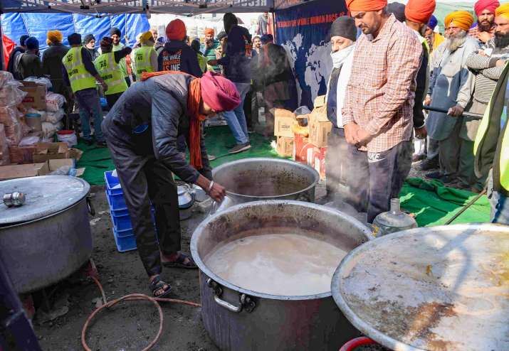 India Tv - New Delhi: Farmers prepare food at Singhu border during their ongoing protest march Delhi Chalo against Centres new farm laws, in New Delhi, Sunday, Nov. 29, 2020.