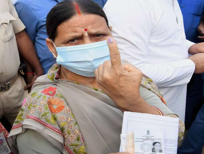India Tv - RJD leader Rabri Devi shows her finger marked with indelible ink after casting vote during the second phase of Bihar assembly polls, in Patna