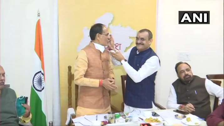 India Tv - MP CM Shivraj Singh Chouhan celebrates at Bhopal office