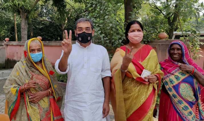 India Tv - Rashtriya Lok Samta Party (RLSP) party leader Upendra Kushwaha and his family members show their fingers marked with indelible ink after casting vote during the second phase of Bihar assembly polls, amid the ongoing coronavirus pandemic, in Patna