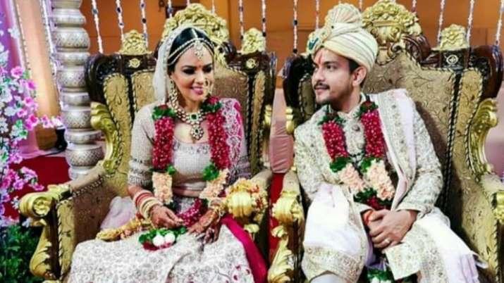 Aditya Narayan Shweta Agarwal S First Pics Post Wedding Go Viral Celebrities News India Tv