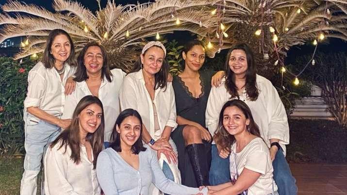 Alia Bhatt's 'girl gang' photo including Masaba Gupta, mom Soni & sister Shaheen is worth your atten