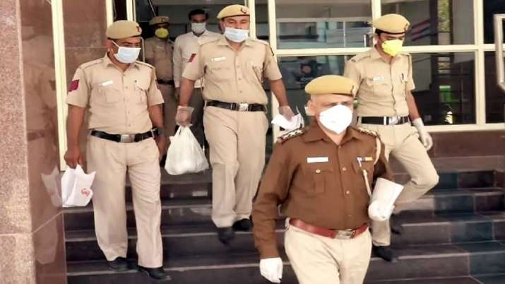 Delhi Police returns Rs 7.55 crores cash, gold, phones, cars in recovered property to their rightful