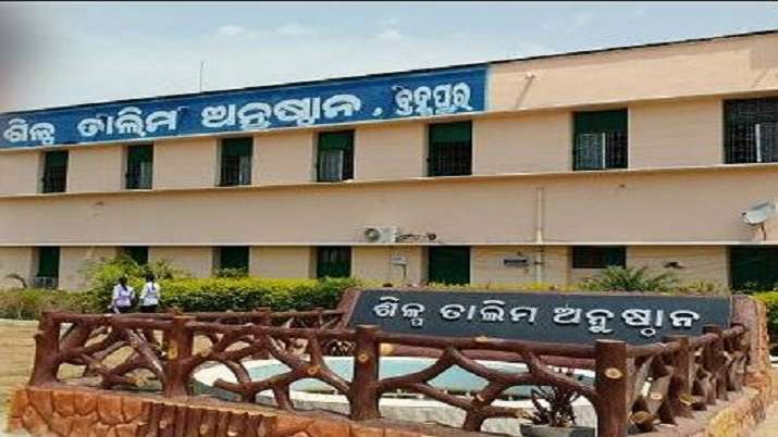 Suzuki hires over 460 students from ITI Berhampur in offline campus drive