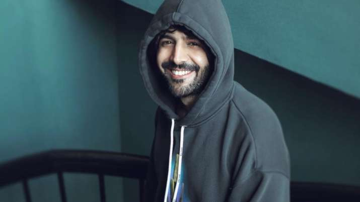 Get ready to witness Kartik Aaryan's never-seen-before avatar in debut music video 'Nachunga Aise'