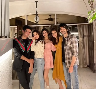 India Tv - Manish Malhotra hosts new year dinner for Kriti Sanon, Jacqueline, Kartik Aaryan, Janhvi and Khushi