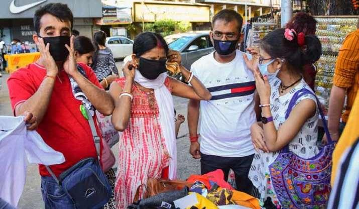 Mumbai: 3 women thrashes BMC employee when asked to wear