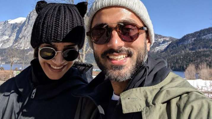 Sonam Kapoor pens adorable note for husband Anand Ahuja