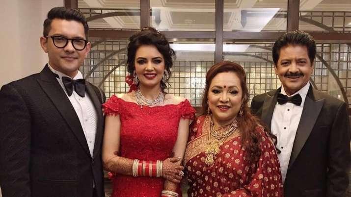 Aditya Narayan and wife Shweta Agarwal with parents Udit Narayan and his wife