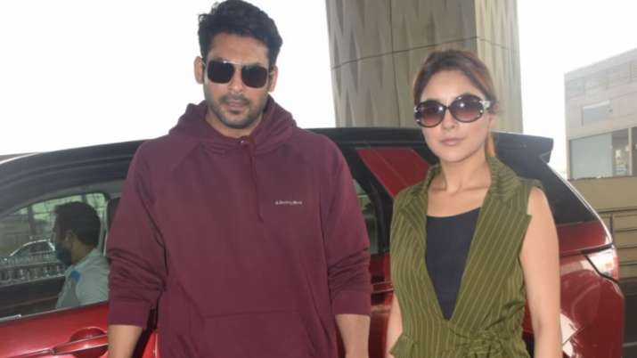 Bigg Boss 13 fame Sidharth Shukla, Shehnaaz Gill leave for Goa to shoot for new valentine song   PIC
