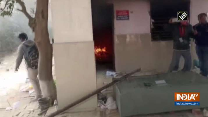 Mob sets Agra police chowki afire after youth dies in road