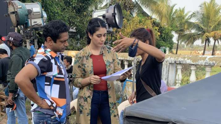 Warina Hussain looks Super Cute as she gets spotted shooting for her next in Goa