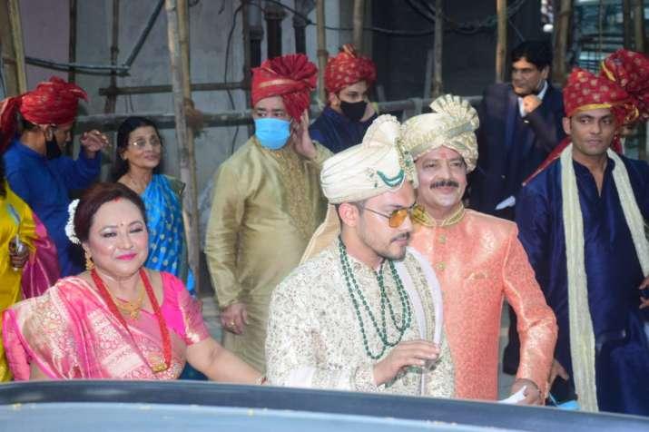 India Tv - Aditya Narayan's baraat pics