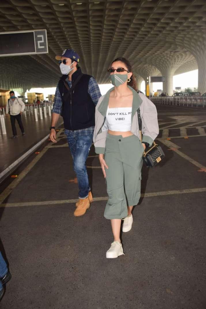 India Tv - Alia and Ranbir spotted at Mumbai airport