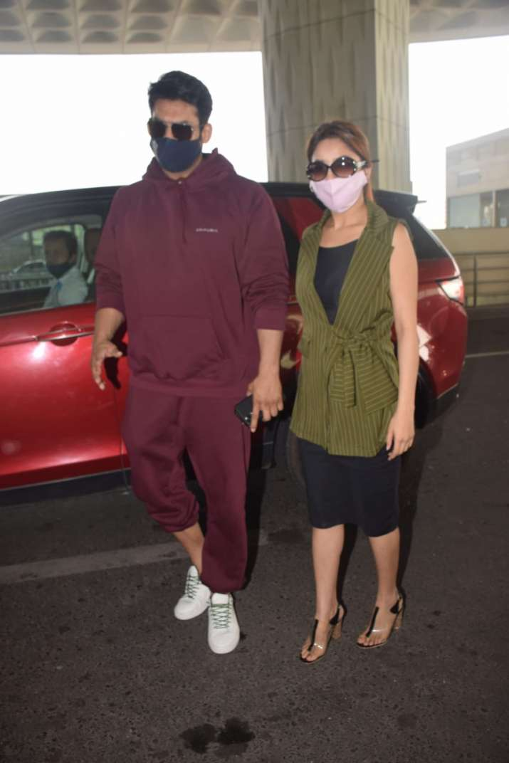 India Tv - Sidharth & Sana spotted outside airport
