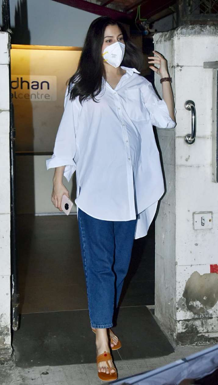India Tv - Anushka Sharma gets clicked in the city