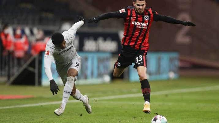 Frankfurt's Andre Silva, right, and Leverkusen's Leon
