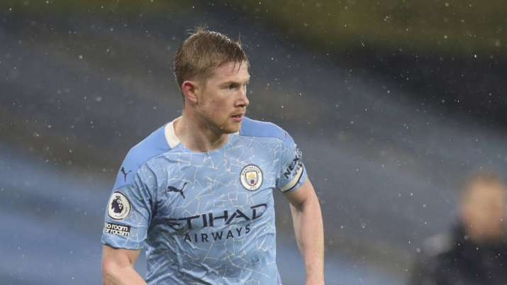 Manchester City's Kevin De Bruyne controls the ball during