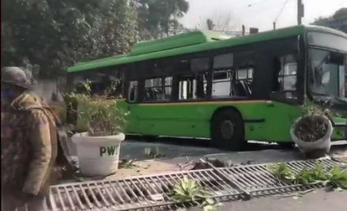 Protesting farmers intensify stir, vandalise DTC bus