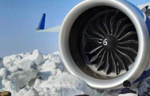 India Tv - IndiGo Srinagar Delhi flight hits snow mound Srinagar airport passengers latest news, A Delhi-bound