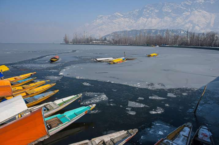 Kashmir reels under harshest winter in decades as Mercury settles below freezing point
