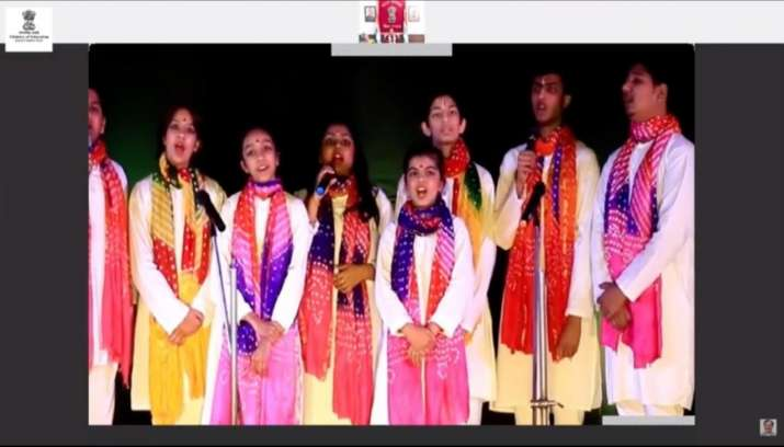 India Tv - DAV Pushpanjali schools students perform welcome song