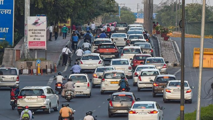 Govt plans to impose green tax on old polluting vehicles