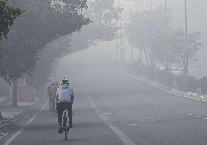 Parts of Delhi receive light showers; temperature rises to 7 degrees C