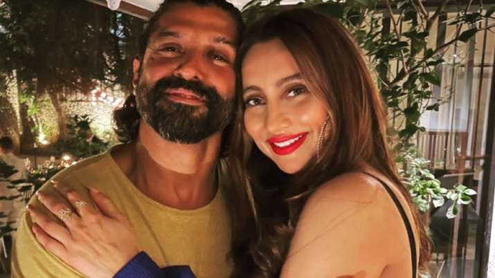 Anusha Dandekar shares 'cool' pic with Farhan Akhtar from their birthday celebration