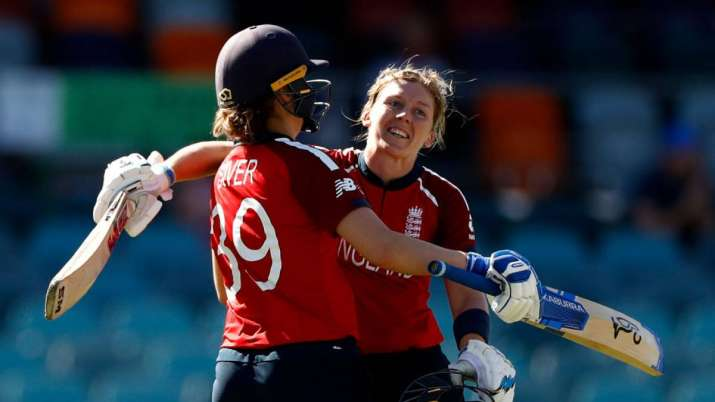 Heather Knight and Natalie Sciver