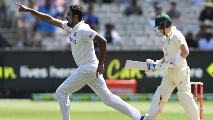 הודו טלוויזיה - רביצ'נדרן אשווין מהודו חוגג את השער של סטיב סמית 'מאוסטרליה ביום הראשון במשחק המבחן השני בין אוסטרליה להודו במגרש הקריקט של מלבורן ב -26 בדצמבר