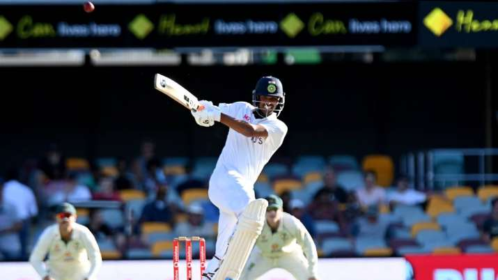 הודו טלוויזיה - וושינגטון סונדר ההודית פוגעת בכדור מעל הגבול במשך שש במהלך יום חמישי במשחק המבחן הרביעי בסדרה בין אוסטרליה להודו בגאבה ב -19 בינואר 2021