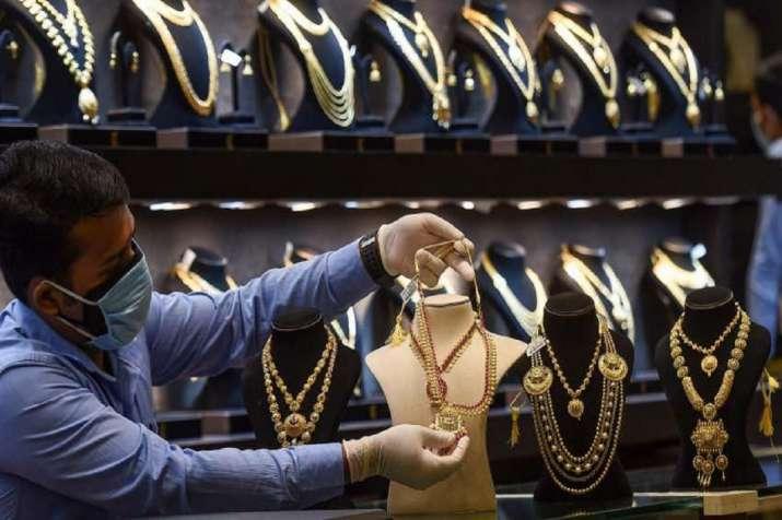 PAN-Aadhaar based KYC mandatory for cash purchase of gold, silver jewellery? Govt clarifies