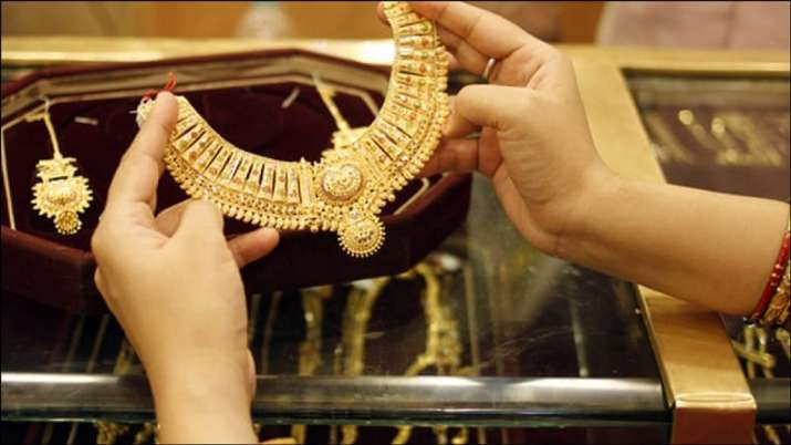 Gold Rate Today Gold Prices Fall To 49 122 10 Gram Silver Slips To 66 000 Kg Business News India Tv