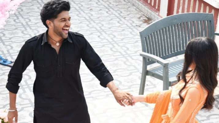 Is Guru Randhawa engaged? His latest photo with mystery girl hints at 'new beginning'