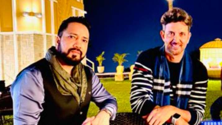 Hrithik Roshan sings 'Ek Pal Ka Jeena' with Mika Singh