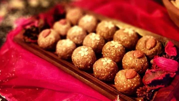 Happy Lohri 2021: Dahi Bhalle, Gajar Ka Halwa, Laddoo ...
