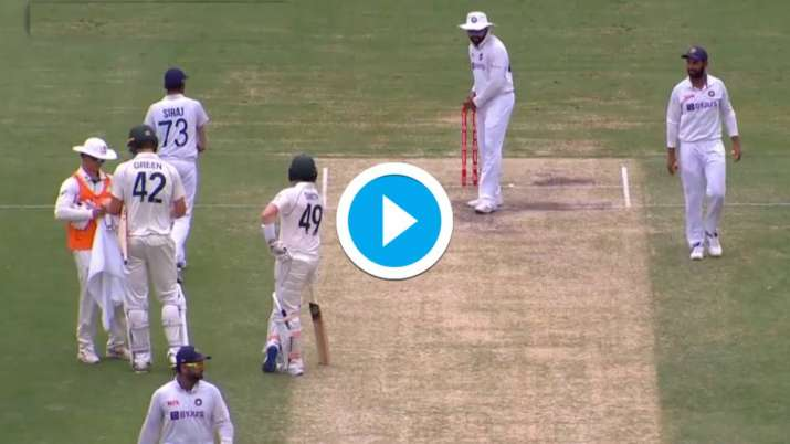 Watch: Rohit Sharma shadow bats on crease infront of Steve Smith thumbnail