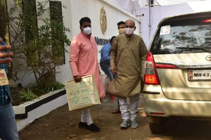 India Tv - Pandit ji reaches Varun Dhawan and Natasha's wedding location