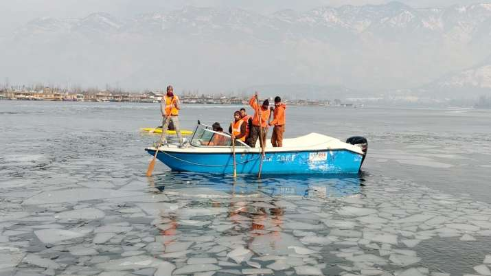 India Tv - dal Lake frozen, frozen dal Lake, dal Lake, dal Lake srinagar, dal Lake kashmir, dal Lake photos, da