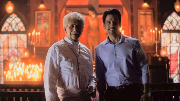 Tusshar Kapoor: Working with Naseeruddin Shah easy as he doesn't carry baggage