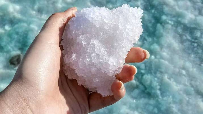 Vastu Tips: Use salt to bring positivity, fortune and peace in your life