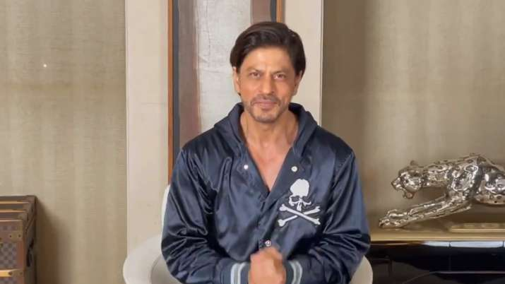 Shah Rukh Khan wishes fans Happy New Year