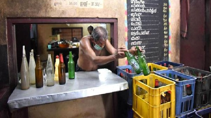 1 dead, 143 hospitalised after consuming adulterated toddy in Telangana's Vikarabad